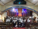 mahasiswa-kmk-stthomas-aquinas-pose-bersama-di-gereja-agung-oelete-kupang-sabtu-23-oktober-2021.jpg