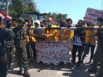mahasiswa-undana-menggelar-demonstrasi-terkait-ukt.jpg