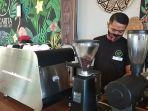 manager-operasional-bacarita-cafe-trio-tibo.jpg