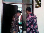 mantan-bupati-bantul-idham-samawi-batik-berpeci-di-pn-bantul_20180724_001028.jpg
