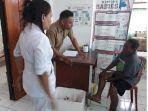 maria-fatima-asa-65-datang-ke-dinkes-flotim-untuk-mendapkan-vaksin-anti-rabies-var_20180925_174230.jpg