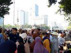 massa-aksi-mulai-berkumpul-di-sekitar-gedung-mk.jpg