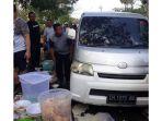 mobil-minibus-seruduk-cfd-kupang_20181027_193127.jpg