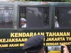 mobil-tahanan-bawa-rizieq-shihab.jpg