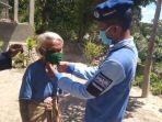 nenek-berusia-90-tahun-di-tts-dapat-masker-gratis.jpg