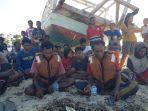 niba-uli-dan-isak-uru-dadi-nelayan-asal-kelurahan-ledeke.jpg