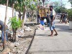 normalkan-kebersihan-pasca-bencana-warga-rt-49-kelurahan-liliba-turun-lokasi-bersihkan-sampah.jpg