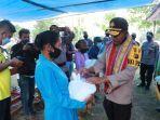 paket-bantuan-secara-simbolis-kepada-warga-desa-oh-aem.jpg