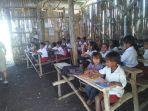 para-siswa-sedang-bersekolah-di-sd-mbinu-dita.jpg