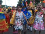 para-siswa-tk-di-kota-ende-mengikuti-kegiatan-karnaval_20180429_124449.jpg