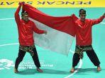 pasangan-pesilat-indonesia-yola-primadona-jampil-kiri-dan-hendy-kiri-membentangkan-bendera_20180903_201858.jpg