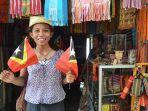 pedagang-aksesoris-di-market-tais-di-timor-leste-dili.jpg