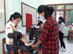 pelajar-sedang-melakukan-perekaman-e-ktp.jpg