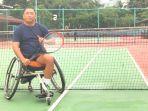 pelatih-cabor-tenis-lapangan-kursi-roda.jpg