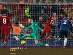 pemain-liverpool-mencetak-gol-ke-gawang-manchester-united.jpg