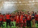 pemain-persija-jakarta-merayakan-kesuksesan-juara-liga-1-2018.jpg