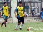 pemain-timnas-indonesia-david-maulana-bersama-eks-pemain-psms-medan-dan-pe.jpg