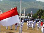 pengibaran-bendera-hut-ri-di-larantuka_20170817_224642.jpg
