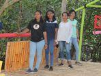 pengunjung-saat-berada-di-kawasan-wisata-hutan-mangrove.jpg