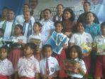 penjabat-gubernur-ntt-robert-simbolon-foto-bersama-perwakilan-siswasiswi-sd_20180802_191932.jpg
