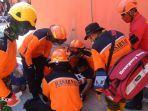 penyelamatan-korban-gempa-bumi-oleh-tim-sar.jpg