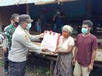penyerahan-bantuan-kepada-salah-satu-warga-miskin-di-desa-ramadana.jpg