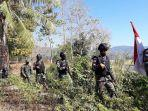 personel-satgas-pamtas-yonif-rk-744syb-patroli-di-jalan-tikus-perbatasan-ri-rdtl.jpg