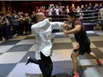 pertarungan-antara-master-kung-fu-dan-petarung-mma_20170504_120355.jpg