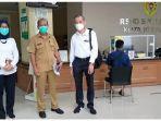petugas-dan-pejabat-pt-agi-tbk-saat-berkunjung-ke-rumah-sakit-sk-lerik.jpg