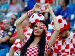 piala-dunia-fans-krosia_20180618_113958.jpg