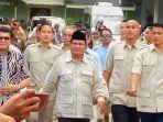 prabowo-subianto-saat-menghampiri-wartawan-usai-bertemu-dengan-sri-sultan.jpg