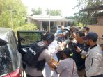 proses-evakuasi-bayi-di-lokasi-kejadian-resto-rotterdam-kupang_20180516_155141.jpg