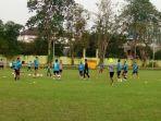 psms-medan-jelang-kick-off-liga-2-pemain-psms-medan-latihan-rutin-di-lapangan-kebun-bunga.jpg