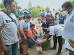 pt-hikam-dan-relawan-koppral-bagikan-minyak-tanah-gratis-bagi-pengungsi-erupsi-ile-lewotolok.jpg