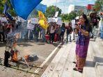 replika-pm-malaysia-mahathir-mohamad-dibakar.jpg