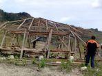 rumah-seorang-warga-yang-rusak-akibat-diterpa-angin-kencang_20181021_130025.jpg