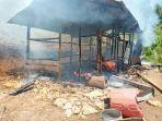 rumah-terbakar-valensius-bersama-istri-dan-tiga-anak-di-reok-barat-kehilangan-tempat-tinggal.jpg