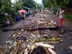 sampah-di-kota-ende-akibat-hujan.jpg