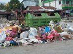 sampah-menumpuk-di-areal-pasar-lama-waikabubak.jpg