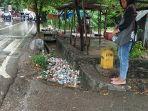 sampah-plastik-pada-drainase-di-jln-timor-raya-9-kelurahan-oesapa.jpg