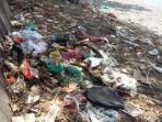 sampah-yang-bertebaran-di-pantai-wisata_20160927_114957.jpg
