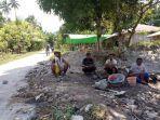 sejumlah-warga-di-kotaodo-desa-pautola-kecamatan-keotengah.jpg