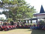 sepuluh-unit-traktor-besar-roda-4-bantuan-presiden-ri.jpg