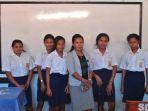 siswa-smp-surya-mandala-kupang_20181009_005427.jpg