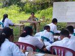 siswa-smpn-10-goreng-meni-sekolah-di-bawah-pohon_20180301_220902.jpg