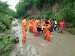 siti-meninggal-terseret-banjir_20180217_222759.jpg
