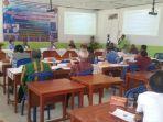 sma-efata-soe-suasana-seminar-hasil-penelitian-dan-penulisan-buku.jpg