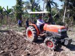 songsong-musim-hujan-tiba-1117-90-hektar-lahan-di-malaka-sudah-selesai-digaruk-traktor.jpg