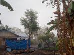 suasana-saat-hujan-perdana-di-kota-mbay-kabupaten-nagekeo-sabtu-3112018_20181103_165724.jpg