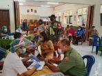 sukseskan-program-serbuan-vaksinasi-babinsa-kodim-1624flotim-edukasi-dan-setia-dampingi-warga.jpg